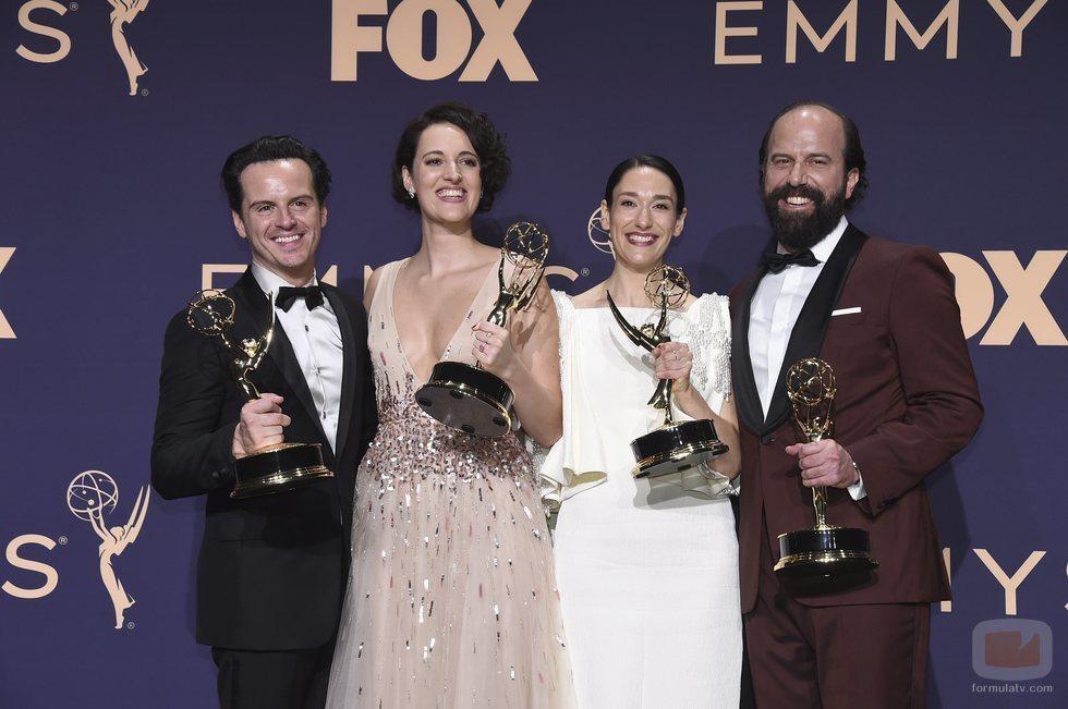 El elenco protagonista de 'Fleabag' posa con sus cuatro Emmy 2019
