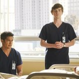 Shaun Murphy y Neil Meléndez en la tercera temporada de 'The Good Doctor'