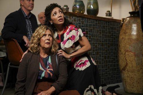 Jasika Nicole y Frances Flanagan en la tercera temporada de 'The Good Doctor'