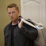 Owen Hunt da sus primeros pasos en la paternidad en la temporada 16 de 'Anatomía de Grey'