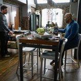 Álex Karev y Richard Webber en una escena de la temporada 16 de 'Anatomía de Grey'