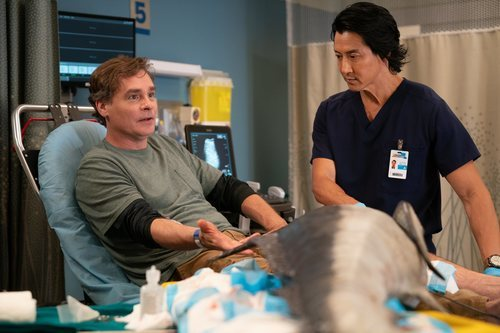 El doctor Alex Park atiende a un paciente en la tercera temporada de 'The Good Doctor'