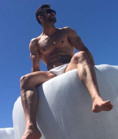 Jorge Pérez ('Supervivientes 2020'), semidesnudo con un pequeño bañador