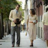 Irene Escolar como Amelia Garayoa y Pierre Kiwitt como Max, en 'Dime quién soy'