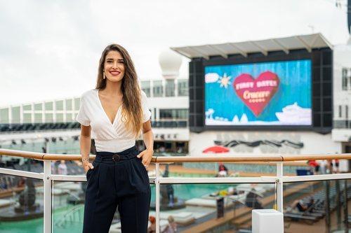 Lidia Torrent, camarera en 'First Dates Crucero'