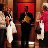 Las vecinas de 'Aquí no hay quien viva' sorprendidas con el ascensor