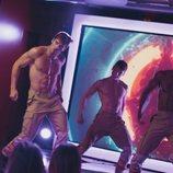 Los strippers de 'Toy Boy', caracterizados de bomberos, se desnudan en el 1x02