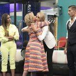 Mila Ximénez abraza a Alba Carrillo durante la Gala 5 de 'GH VIP 7'