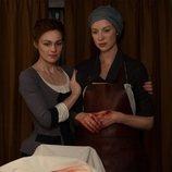 Sophie Skelton y Caitriona Balfe en la quinta temporada de 'Outlander'