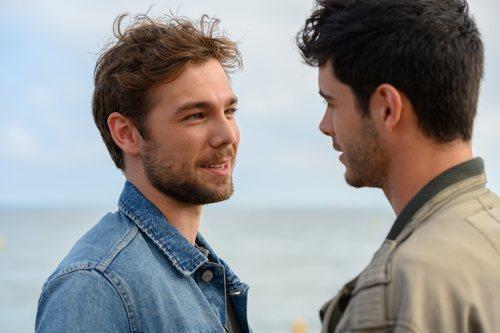 Pol Rubio y Bruno Bergeron sonríen en 'Merlí: Sapere Aude'