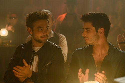 Pol y Bruno aplauden en 'Merlí: Sapere Aude'