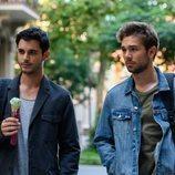 Bruno y Pol pasean en 'Merlí: Sapere Aude'