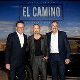 Bryan Cranston, Aaron Paul y Vince Gilligan en la premiere de 'El Camino: Una película de Breaking Bad'
