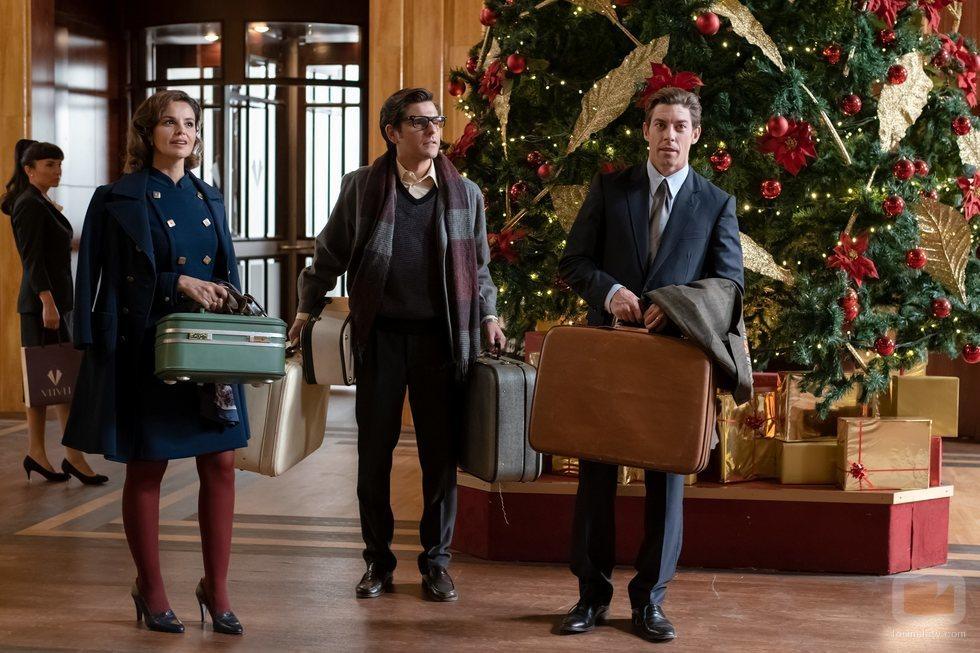Marta Torné, Toni Agustí y Adrián Lastra en 'Velvet colección'