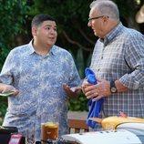 Manny Delgado y Jay Pritchett en la temporada 11 de 'Modern Family'