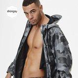 Jesús Mosquera, protagonista de 'Toy Boy', posa semidesnudo