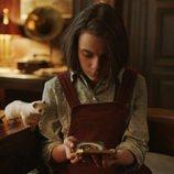 Dafne Keen es Lyra en 'La materia oscura'