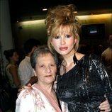 Yurena con su madre, Margarita Seisdedos