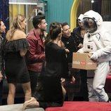 Los concursantes de 'GH VIP 7' con un astronauta en la Gala 8