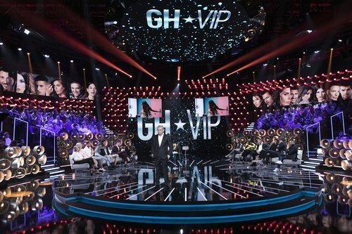 Jorge Javier presentando la Gala 8 desde el plató de 'GH VIP 7'