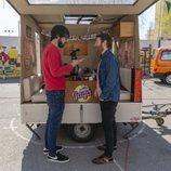 Manuel Burque y Quique Peinado, en la famosa caravana de 'Radio Gaga'