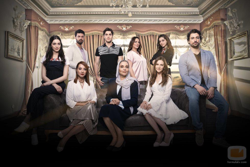 Los protagonistas de la serie turca de Divinity 'No sueltes mi mano'