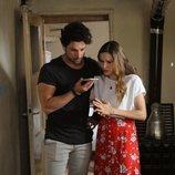 Alina Boz y Alp Navruz protagonizan 'No sueltes mi mano'