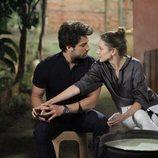 Azra Günes y Cenk Çelen son la pareja protagonista de 'No sueltes mi mano'