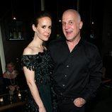 El director Ryan Murphy con la actriz Sarah Paulson