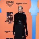 Dua Lipa en la alfombra roja de los MTV EMAs 2019