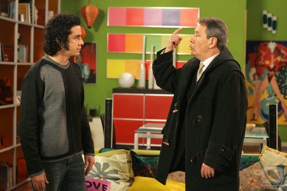 Roberto San Martín y Nicolás Dueñas discuten en 'Aquí no hay quien viva'