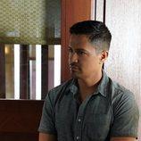 Jay Hernández retoma su papel en el 2x01 de 'Magnum'