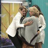 Mila Ximénez y Alba Carrillo se abrazan en la Gala 10 de 'GH VIP 7'