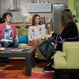 Javi y Lola en el salón de su casa en el 11x09 de 'La que se avecina'