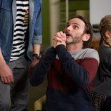 Fermín Trujillo reza en una escena del episodio 11x09 de 'La que se avecina'