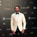 El actor Félix Gómez en la alfombra roja de los Premios Iris 2019