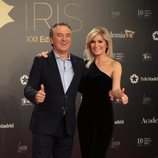 Roberto Brasero y Sandra Golpe posan en los Premios Iris 2019