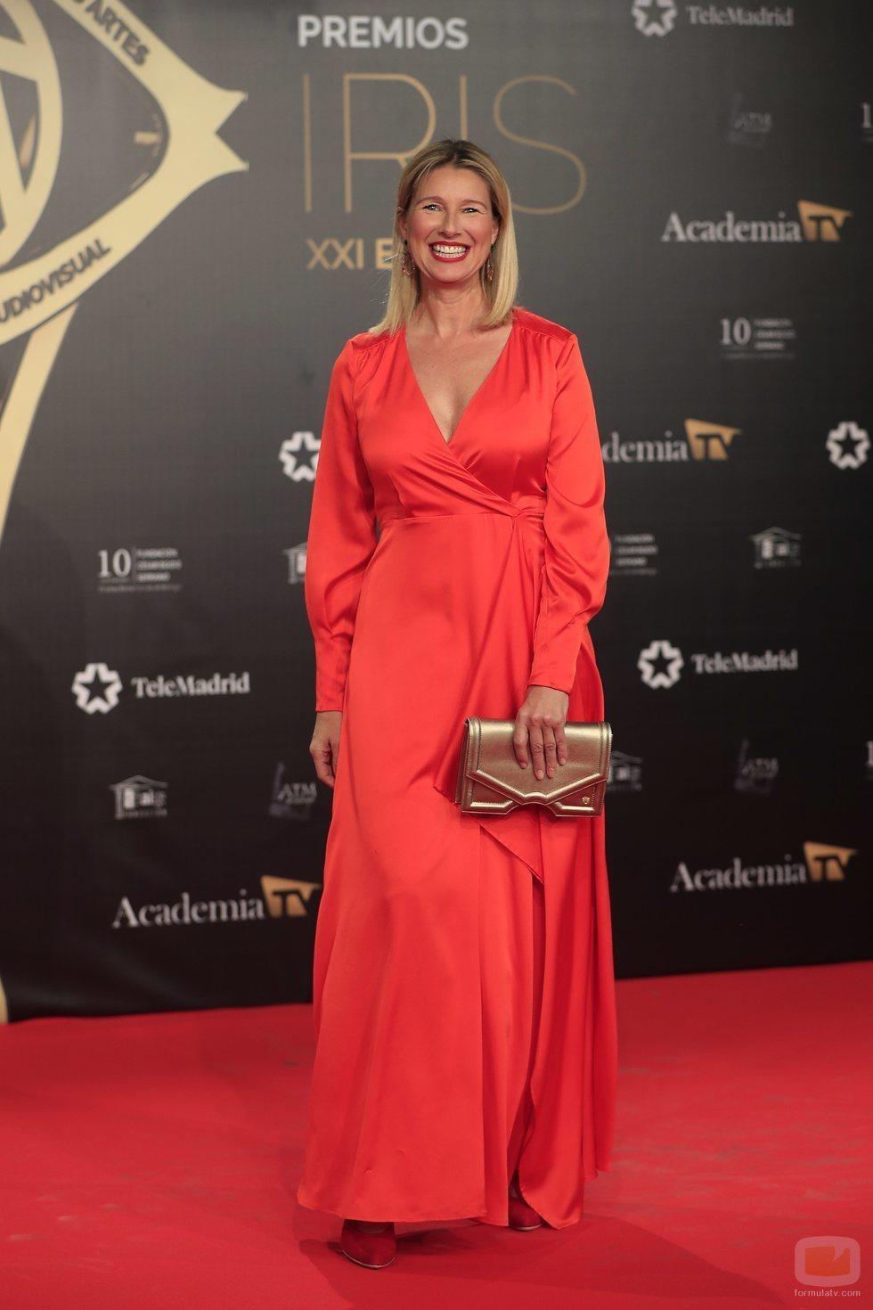 Anne Igartiburu posa sonriente en los Premios Iris 2019