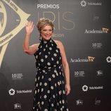 Inés Ballester saluda en la alfombra roja de los Premios Iris 2019