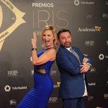 Marlene Mourreau y José Manuel Parada posan en los Premios Iris 2019