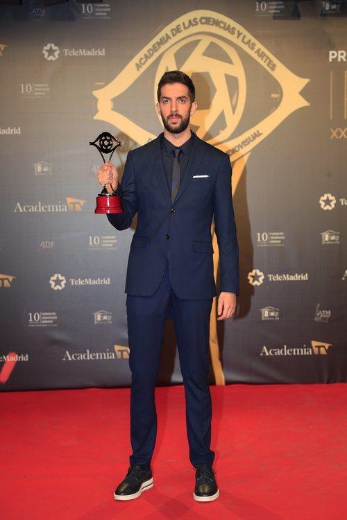 David Broncano con el galardón a Mejor presentador en los Premios Iris 2019