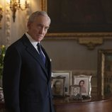 Charles Dance es Lord Mountbatten en la tercera temporada de 'The Crown'