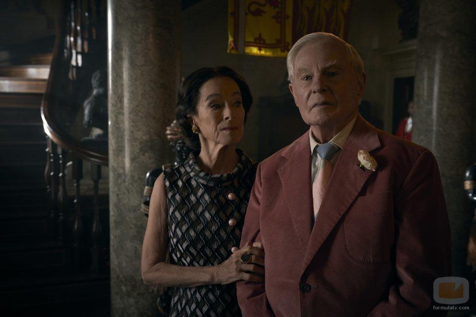 Derek Jacobi y Geraldine Chaplin en la tercera temporada de 'The Crown'