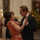 Helena Bonham Carter y Ben Daniels en la tercera temporada de 'The Crown'