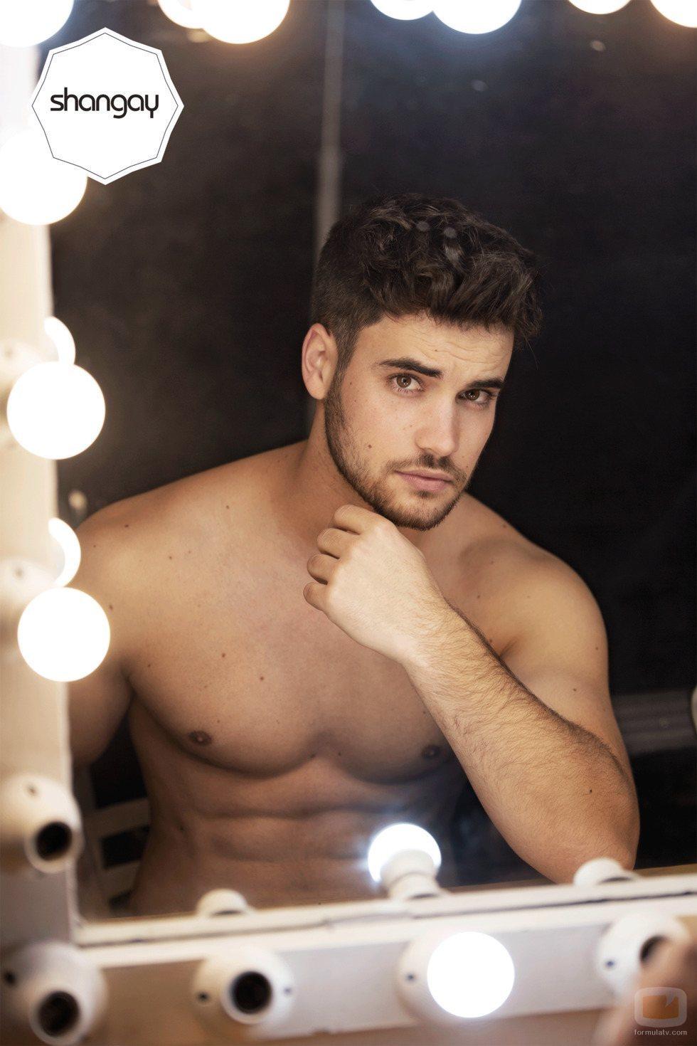 Joan Garrido ('OT 2018'), con el torso desnudo, muestra sus abdominales