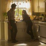 Joe y Love comparten confidencias en la segunda temporada de 'You'