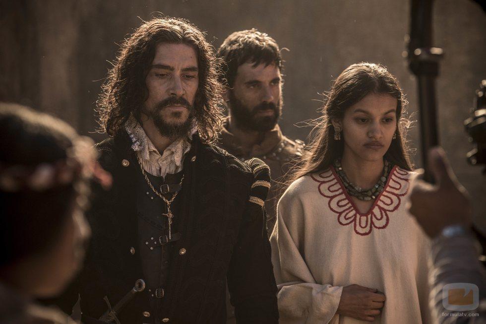 Óscar Jaenada e Ishbel Bautista, en 'Hernán'