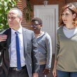 Malena Alterio, Jesús Gutiérrez y Yannick Nguenkam en la 3ª temporada de 'Vergüenza'