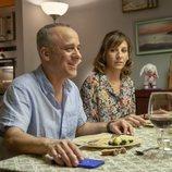 Jesús (Javier Gutiérrez) y Nuria (Malena Alterio) comiendo en 'Vergüenza'