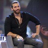 Un sonriente Can Yaman en su rueda de prensa en España